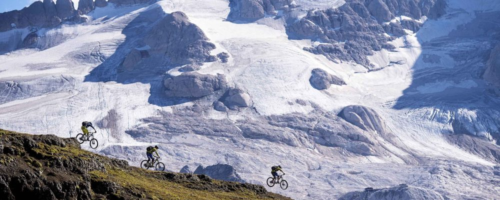 LA PAROLA D'ORDINE DELL'ESTATE È:  VACANZE HERO IN MOUNTAIN BIKE